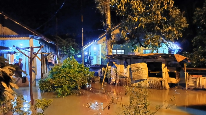 https: img.okezone.com content 2021 09 14 340 2470966 hujan-lebat-guyur-lebak-dua-kecamatan-terendam-banjir-0KSoZAHcN1.jpg