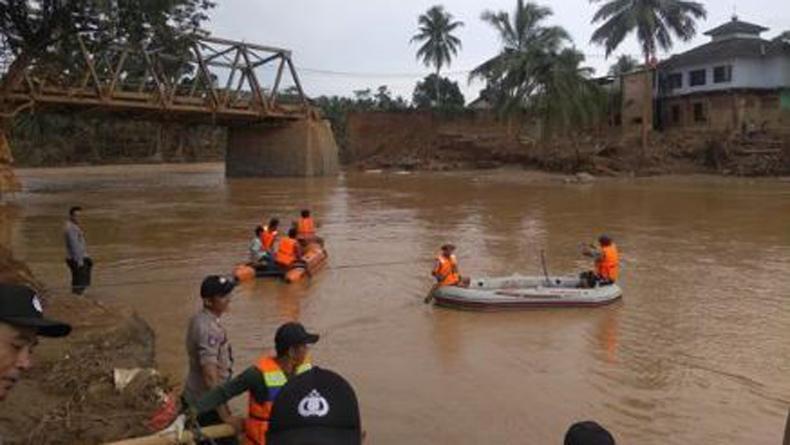 https: img.okezone.com content 2021 09 14 340 2471048 5-fakta-banjir-di-lebak-banten-tinggi-air-semeter-lebih-hingga-ratusan-rumah-terendam-ZQsE0WuKUT.jpeg