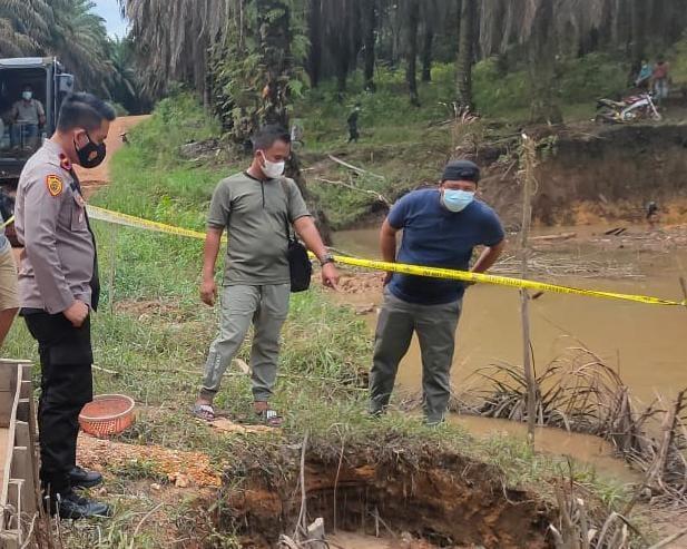 https: img.okezone.com content 2021 09 14 340 2471344 kerap-berselisih-pria-ini-bunuh-teman-dan-mayatnya-ditimbun-di-lokasi-tambang-TnGHZYGkMI.jpg