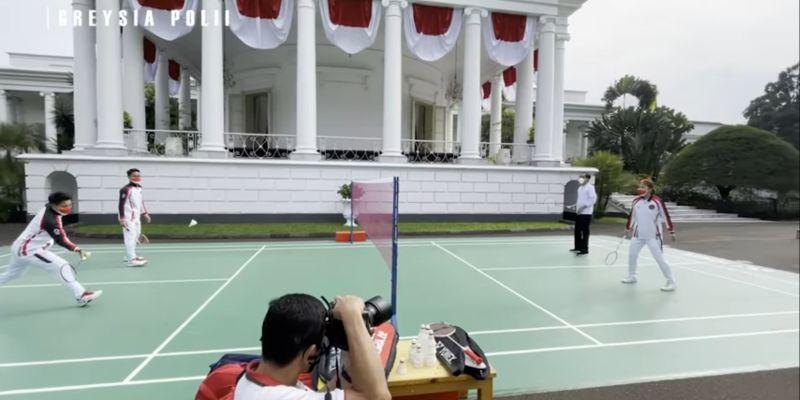 https: img.okezone.com content 2021 09 14 40 2470851 main-bulu-tangkis-bareng-presiden-jokowi-ini-respons-apriyani-rahayu-bZ7NZz6SIn.jpg