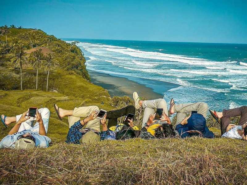 https: img.okezone.com content 2021 09 14 408 2471300 deretan-pantai-eksotis-di-cianjur-selatan-belum-banyak-terjamah-wisatawan-nFC1KPLlsl.jpg
