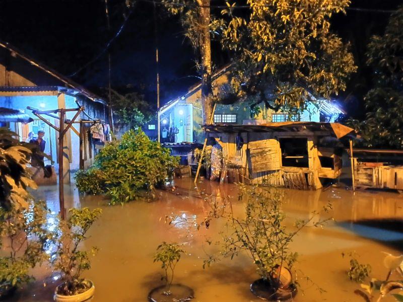 https: img.okezone.com content 2021 09 14 620 2471009 hujan-lebat-bikin-lebak-kebanjiran-614-kk-terdampak-ltN9Gmw4mj.jpg