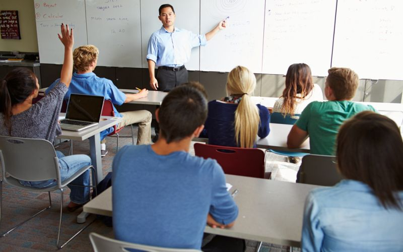 https: img.okezone.com content 2021 09 14 65 2471372 back-to-campus-5-tips-ini-bantu-kamu-lewati-semester-pertama-dengan-mudah-Rciu0uDDN1.jpg