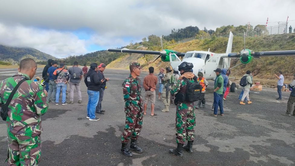 https: img.okezone.com content 2021 09 15 337 2471548 breaking-news-pesawat-rimbun-air-hilang-kontak-di-pedalaman-papua-T6wGVRPOCO.jpg