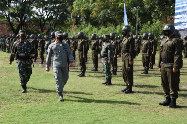 https: img.okezone.com content 2021 09 15 337 2471576 pembentukan-paramiliter-personel-bakamla-digembleng-di-coast-guard-basic-training-LBOYUCswgO.jpg
