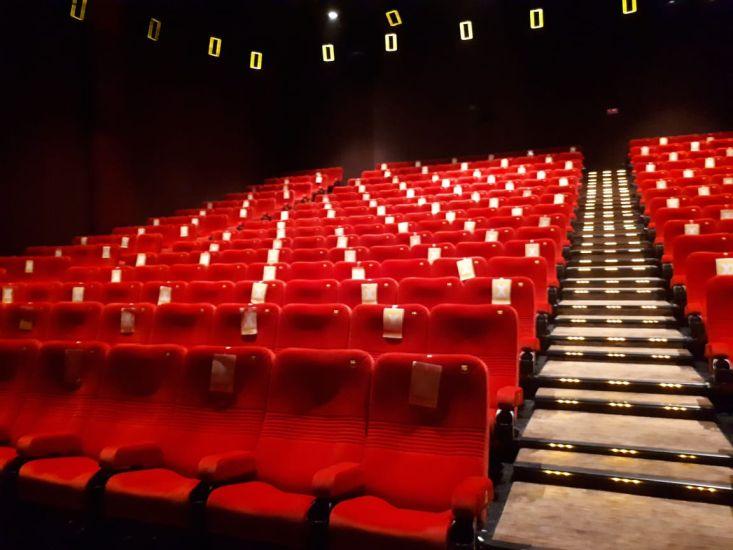 https: img.okezone.com content 2021 09 15 338 2471803 bioskop-di-tangerang-boleh-dibuka-berikut-7-syarat-yang-harus-dipatuhi-nkFuXSc0LN.jpg