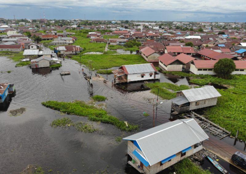 https: img.okezone.com content 2021 09 15 340 2471902 banjir-yang-melanda-4-kecamatan-di-palangkaraya-berangsur-surut-njPynWvMoU.jpg