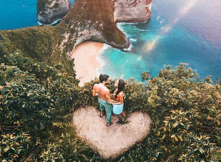 https: img.okezone.com content 2021 09 15 408 2471628 5-pantai-eksotis-di-bali-cocok-untuk-liburan-bareng-orang-tersayang-eNhaXqrdJn.jpg