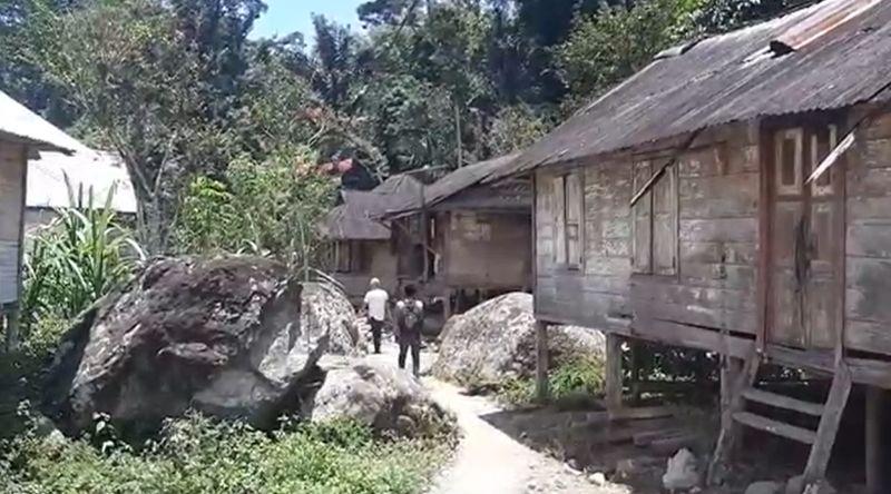https: img.okezone.com content 2021 09 15 608 2471534 silogun-desa-mati-yang-ditinggalkan-warganya-karena-tak-ada-akses-jalan-UdJKhQD8by.jpg