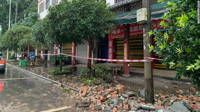 https: img.okezone.com content 2021 09 16 18 2472496 update-gempa-6-sr-guncang-china-3-korban-tewas-dan-60-orang-terluka-9IMXTwe08y.jpg