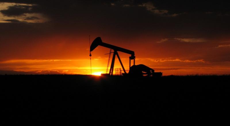 https: img.okezone.com content 2021 09 16 320 2472081 harga-minyak-dunia-naik-karena-penurunan-stok-as-uGC5aVKLTa.jpg