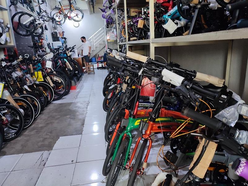 https: img.okezone.com content 2021 09 16 320 2472329 tak-lagi-booming-pedagang-sepeda-gigit-jari-penjualan-anjlok-30-WHBjTRHTOR.jpg