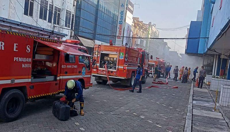 https: img.okezone.com content 2021 09 16 338 2472151 plaza-pondok-gede-kebakaran-2-sekuriti-sesak-nafas-OSgNw0Jw49.jpg