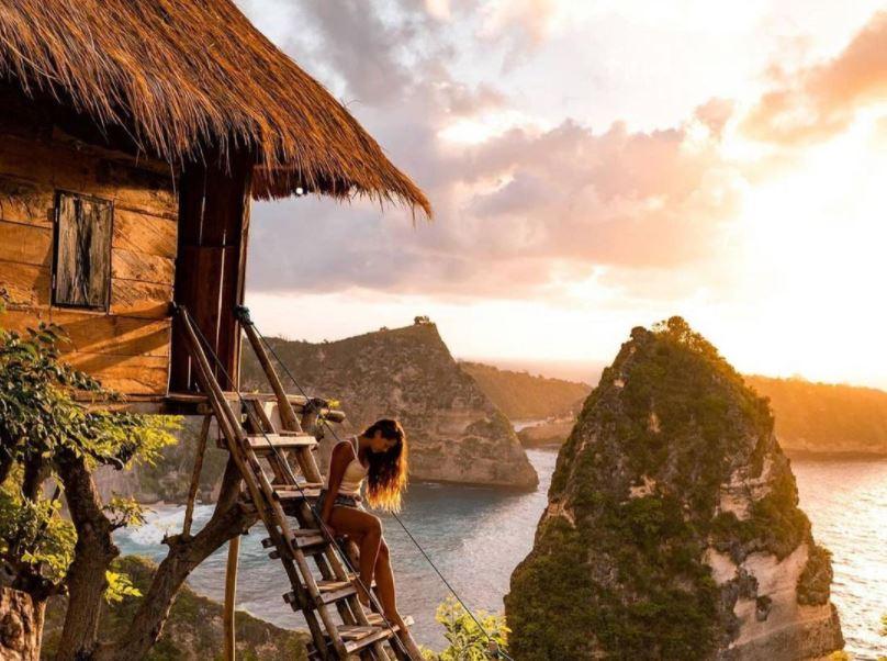 https: img.okezone.com content 2021 09 16 406 2472097 catat-bali-hanya-izinkan-wisata-alam-dan-budaya-dicoba-buka-mx6txNGmJD.JPG