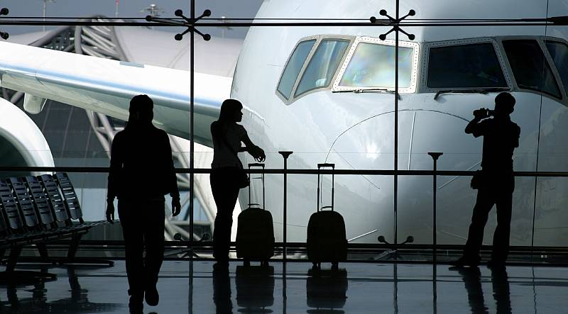 https: img.okezone.com content 2021 09 16 406 2472507 survei-bukan-tertular-covid-19-ini-hal-paling-ditakuti-penumpang-pesawat-saat-penerbangan-T0PeLQYuUg.jpg