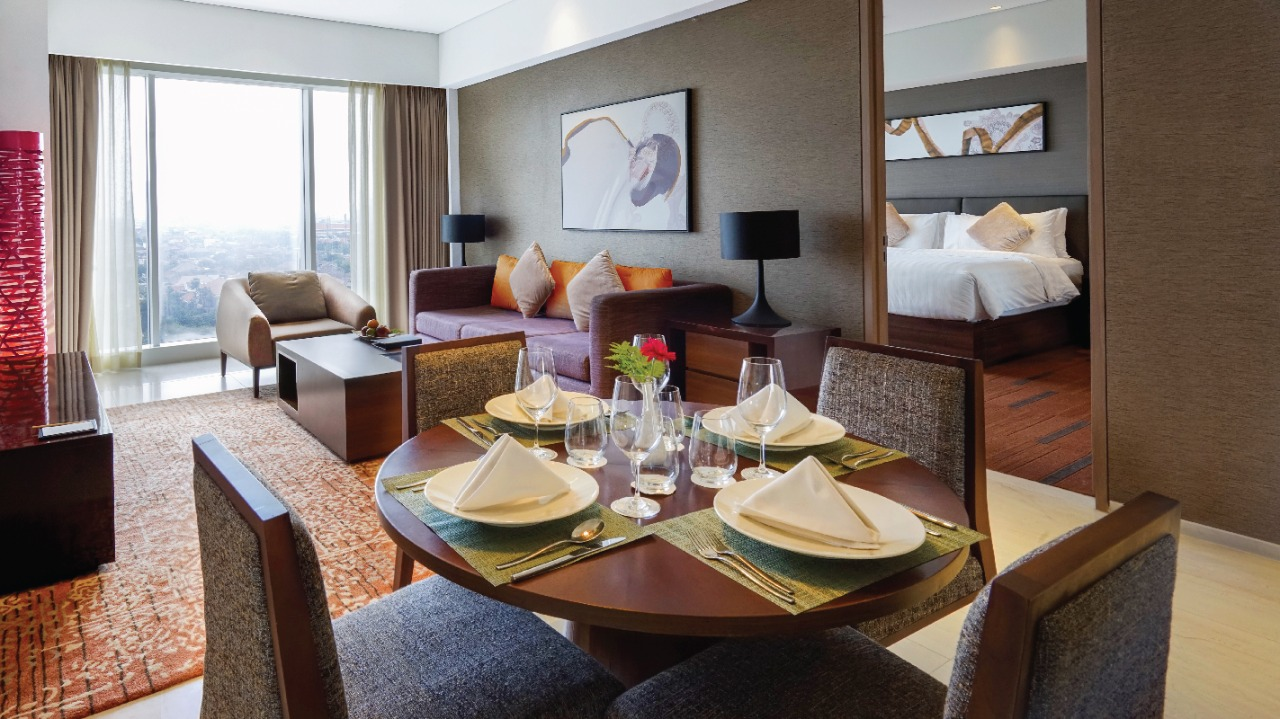 https: img.okezone.com content 2021 09 16 406 2472516 datang-nikmati-harga-spesial-dengan-promo-twogather-hanya-di-oakwood-hotel-residences-surabaya-WFC3PbetIb.jpg
