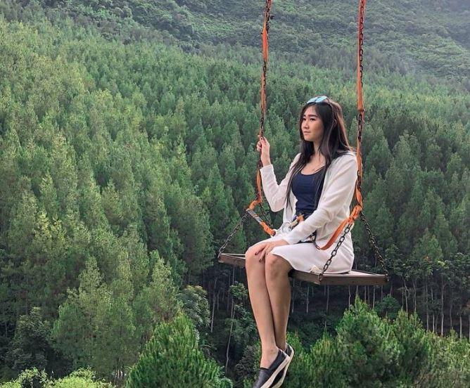 https: img.okezone.com content 2021 09 16 408 2472161 10-tempat-wisata-lembang-terbaru-nomor-3-suasana-khas-negeri-kincir-angin-IY66lrglvT.JPG