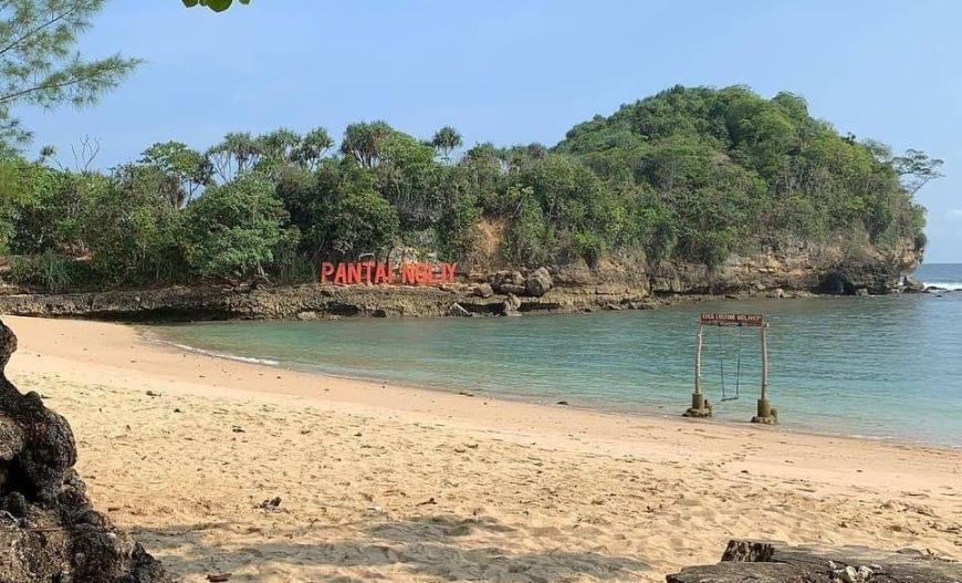 https: img.okezone.com content 2021 09 16 408 2472319 10-pantai-paling-angker-di-jawa-timur-ada-tempat-favorit-nyi-roro-kidul-NZOCzG85qS.JPG