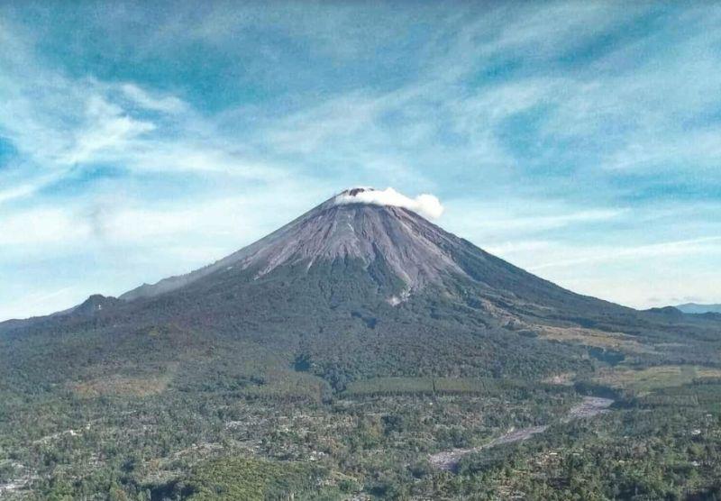 https: img.okezone.com content 2021 09 16 519 2472341 aktivitas-vulkanik-meningkat-gunung-semeru-berada-di-level-waspada-S8BWPb15y9.jpg