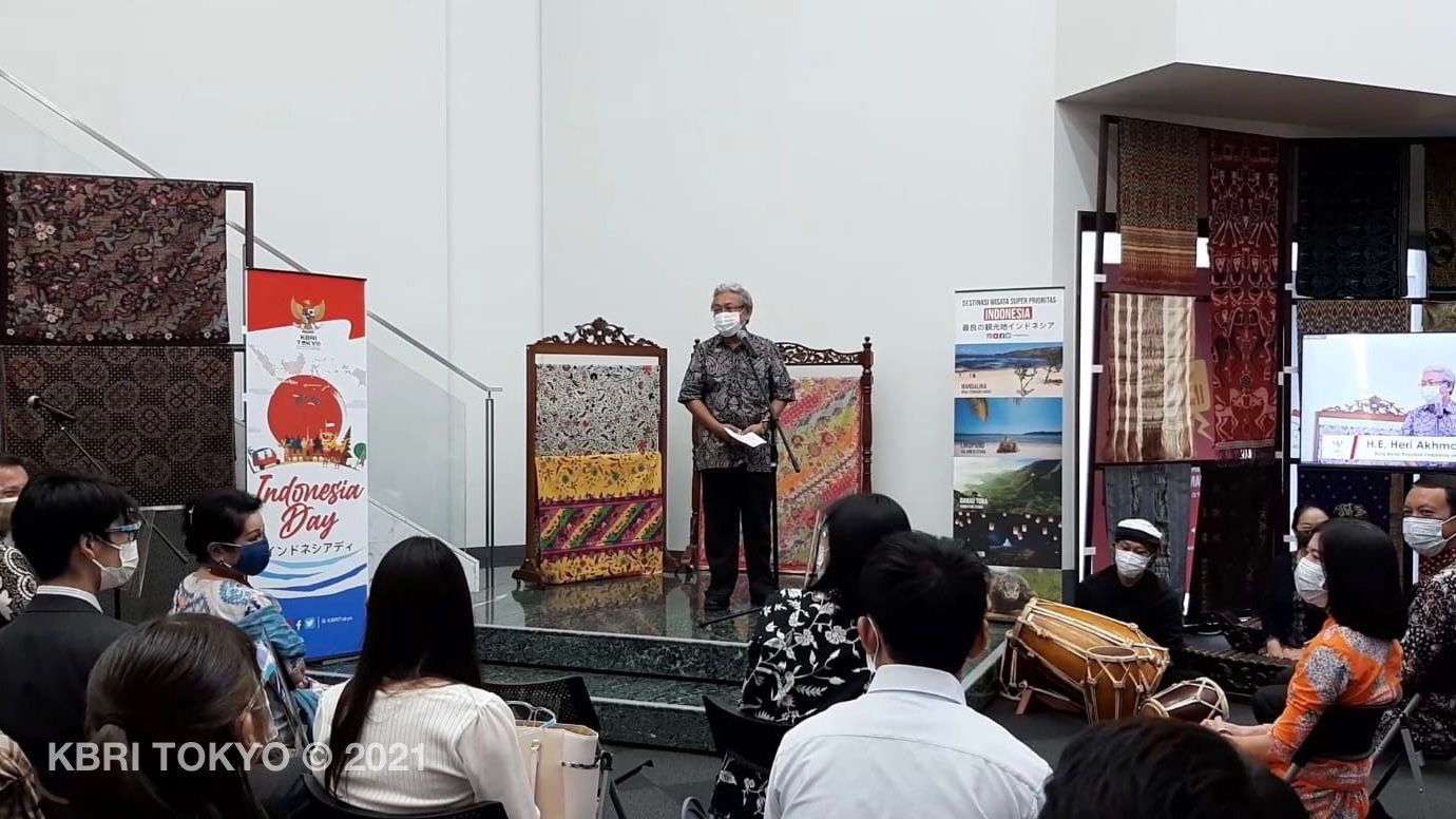 https: img.okezone.com content 2021 09 16 65 2472347 mahasiswa-universitas-keio-jepang-antusias-belajar-degung-dan-tari-jaipong-di-acara-indonesia-day-pesona-seni-budaya-jawa-barat-a5MYq6Ubos.jpg