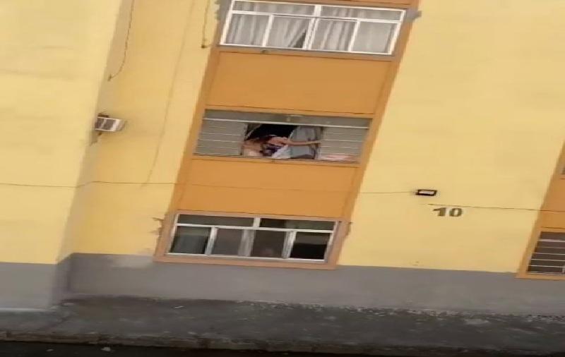 https: img.okezone.com content 2021 09 17 18 2473052 wanita-hamil-ini-nyaris-lompat-dari-jendela-hindari-kdrt-suaminya-HKlpYHb6KA.jpg