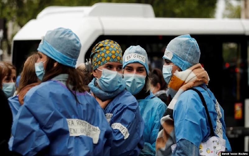 https: img.okezone.com content 2021 09 17 18 2473066 prancis-skorsing-3-000-pekerja-layanan-kesehatan-karena-tidak-divaksin-covid-19-hJVnWd3wiC.jpg