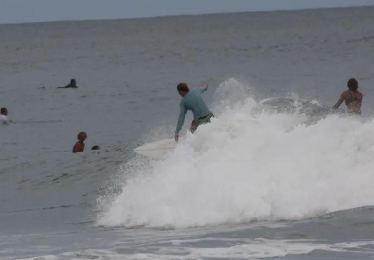 https: img.okezone.com content 2021 09 17 406 2472894 momen-menegangkan-remaja-nyaris-tewas-diserang-hiu-saat-surfing-MH2SOGKj92.JPG