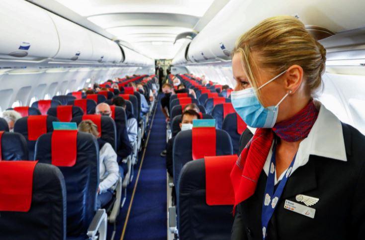 https: img.okezone.com content 2021 09 17 406 2472979 viral-pramugari-ingatkan-penumpang-pesawat-kalau-tak-pakai-masker-aku-akan-mengganggumu-sDePcYCSJD.jpg