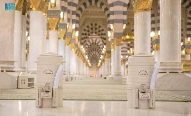 https: img.okezone.com content 2021 09 17 614 2472844 pandemi-covid-19-melandai-dispenser-air-zamzam-kembali-tersedia-di-masjid-nabawi-9fzrTtq2k0.jpg