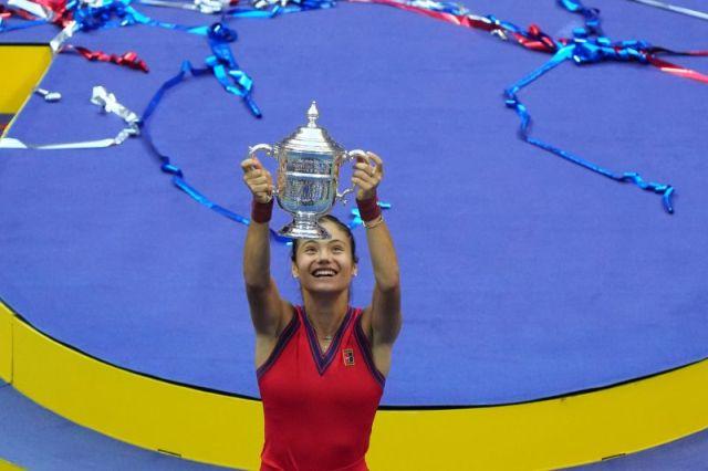 https: img.okezone.com content 2021 09 18 40 2473202 emma-raducanu-juara-us-open-2021-di-usia-18-tahun-dominic-thiem-pencapaian-terbesar-dalam-olahraga-wanita-js4Ph5YIjv.jpg