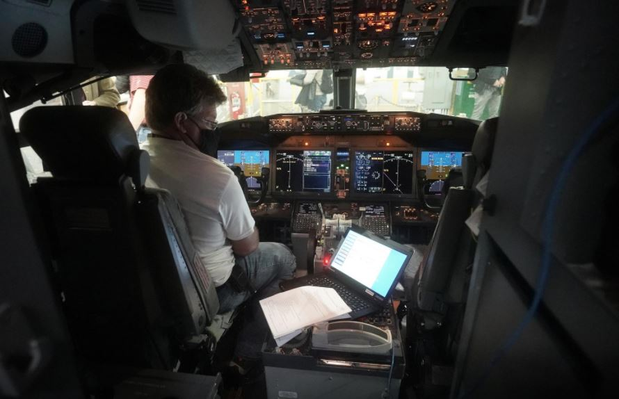 https: img.okezone.com content 2021 09 18 406 2473215 jangan-jadi-pilot-kalau-enggak-mau-pusing-begini-persiapannya-sebelum-terbang-q5yKYspwZg.JPG