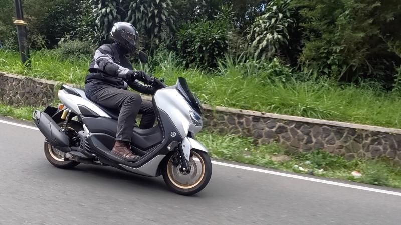 https: img.okezone.com content 2021 09 18 53 2473228 4-tips-menjaga-traksi-roda-motor-tetap-optimal-saat-berkendara-blf1m3uRjg.jpeg