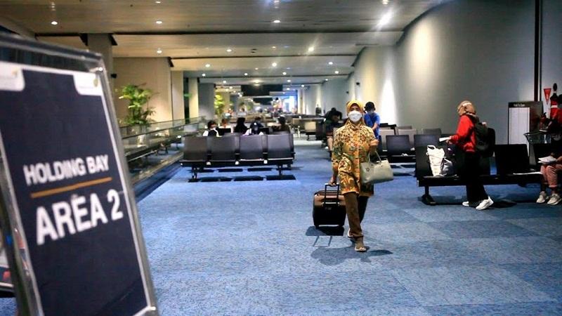 https: img.okezone.com content 2021 09 20 320 2473835 jaga-ketat-bandara-menhub-tak-ingin-ri-kebobolan-wna-positif-covid-19-c7b4bQJrPZ.jpg
