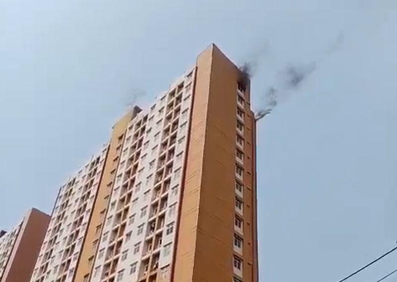 https: img.okezone.com content 2021 09 20 338 2474113 rusunami-bandar-kemayoran-kebakaran-11-mobil-damkar-diterjunkan-jfhOhnvV14.jpg