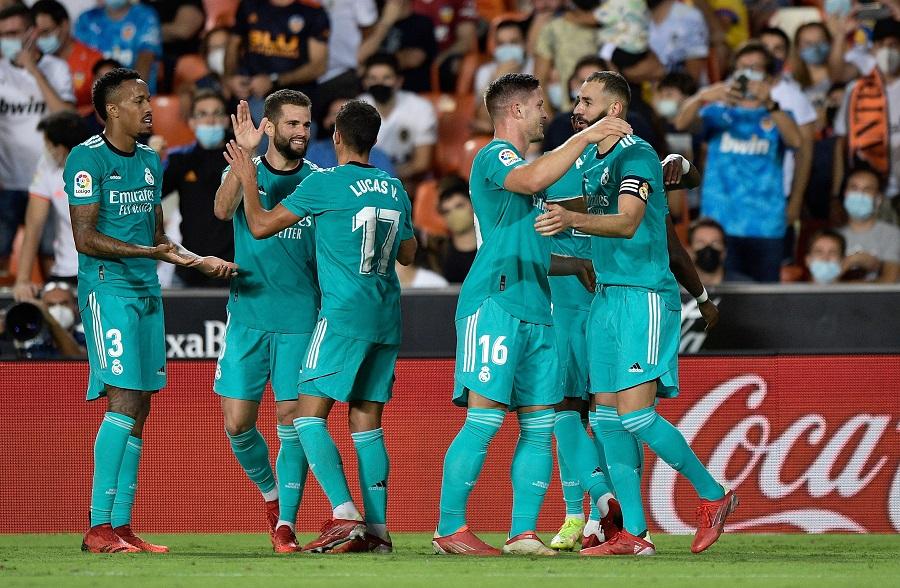 https: img.okezone.com content 2021 09 20 46 2473791 hasil-valencia-vs-real-madrid-di-pekan-kelima-liga-spanyol-2021-2022-sempat-tertinggal-los-blancos-menang-dramatis-2-1-tsc8piLIrV.jpg