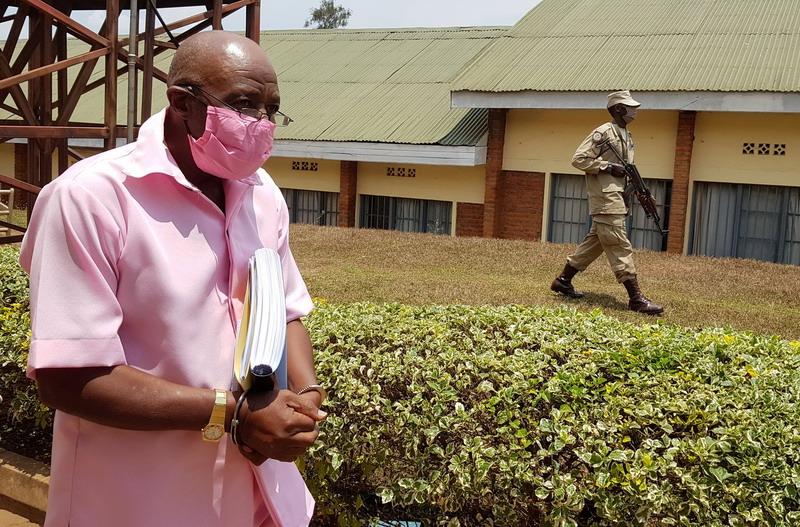 https: img.okezone.com content 2021 09 21 18 2474430 paul-rusesabagina-pahlawan-hotel-rwanda-divonis-25-tahun-penjara-atas-tuduhan-terorisme-5ick4CXzlY.jpg