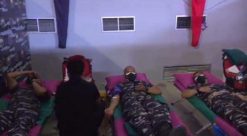 https: img.okezone.com content 2021 09 21 337 2474606 tni-al-gelar-donor-darah-sambut-hut-ke-76-tni-X5SJjDABYI.jpg