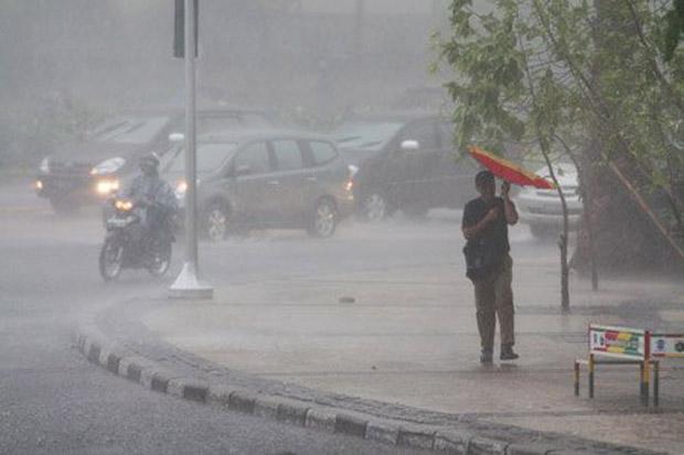 https: img.okezone.com content 2021 09 21 338 2474864 hujan-badai-di-depok-pohon-tumbang-timpa-mobil-dan-rumah-hingga-jalan-macet-nCdEiKHJSK.jpg