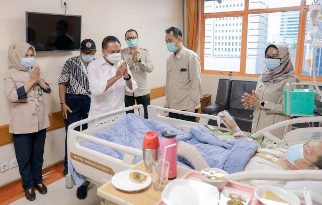 https: img.okezone.com content 2021 09 21 40 2474462 legenda-bulu-tangkis-indonesia-verawaty-wiharjo-sakit-kanker-paru-paru-pemerintah-tanggung-semua-biaya-pengobatan-DnNBWoDyBr.jpg