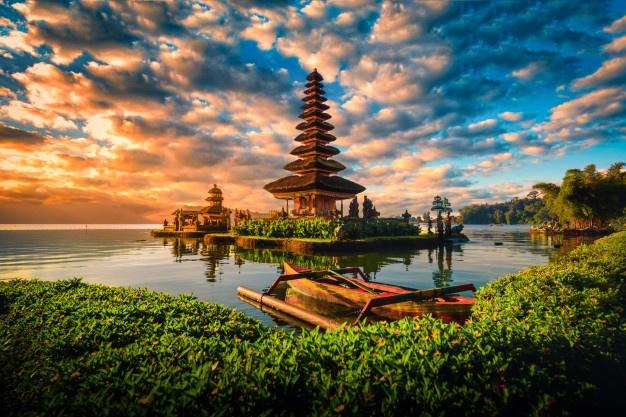 https: img.okezone.com content 2021 09 21 406 2474726 pariwisata-bali-akan-dibuka-untuk-turis-asing-pada-oktober-2021-erYNJOgfav.jpg