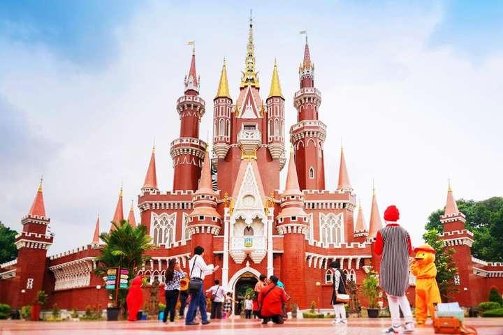 https: img.okezone.com content 2021 09 21 408 2474669 ini-3-destinasi-wisata-populer-di-jakarta-yang-sudah-dibuka-yuk-liburan-lagi-TQPnuj3eBa.jpeg