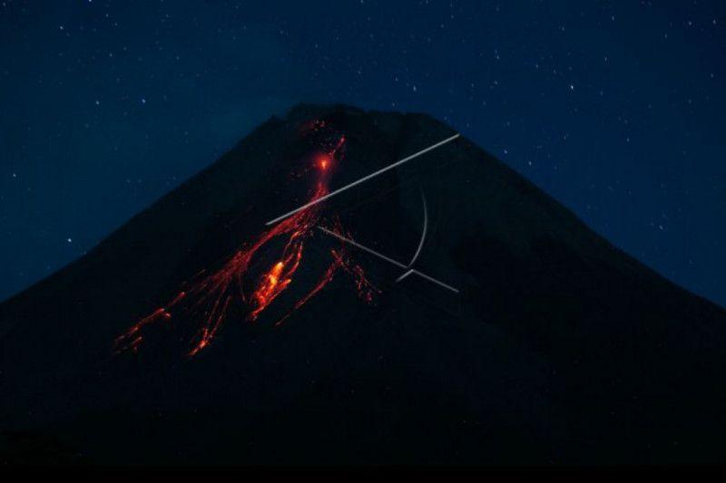 https: img.okezone.com content 2021 09 21 620 2474533 gunung-merapi-muntahkan-18-kali-guguran-lava-pijar-ke-barat-daya-v1Rp4E7okL.jpg