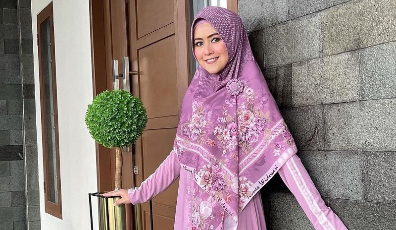 https: img.okezone.com content 2021 09 22 33 2475036 meggy-wulandari-hamil-kado-terindah-di-ultah-pernikahan-t2X6c6DYZ8.jpg