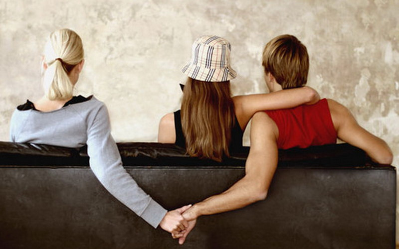https: img.okezone.com content 2021 09 22 337 2475093 viral-suami-selingkuhi-sepupu-istrinya-yang-seksi-mPzIQwwLXi.jpg