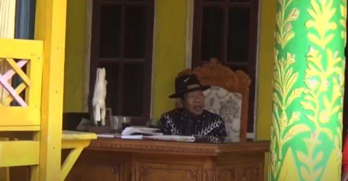 https: img.okezone.com content 2021 09 22 340 2475119 kerajaan-angling-dharma-baginda-sultan-iskandar-jamaludin-ngaku-keturunan-raja-nusantara-ekbsDhrJCy.jpg