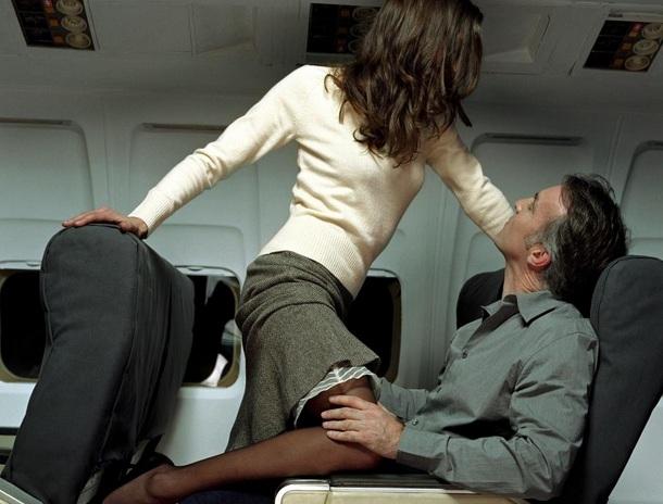 https: img.okezone.com content 2021 09 22 406 2475352 duh-pesepakbola-berhubungan-seks-dalam-pesawat-di-depan-pramugari-VBTwbwaekG.jpg