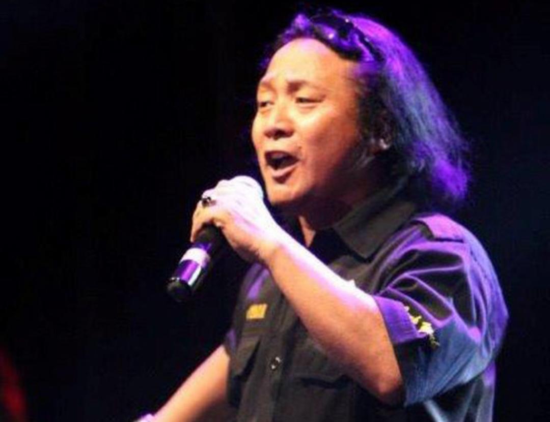 https: img.okezone.com content 2021 09 22 598 2475341 sruti-dan-koko-thole-mencari-penyanyi-terambyar-di-ambyar-awards-spesial-2021-GytiQJdd6O.jpeg