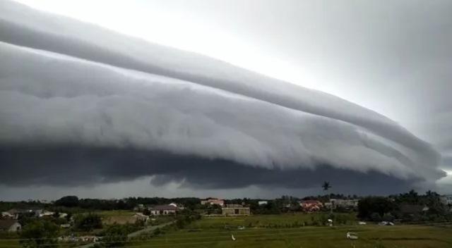 https: img.okezone.com content 2021 09 22 614 2475283 awan-bisa-berbentuk-gelombang-tsunami-ini-penjelasan-alquran-dan-sains-UmfsNSd7iS.jpg