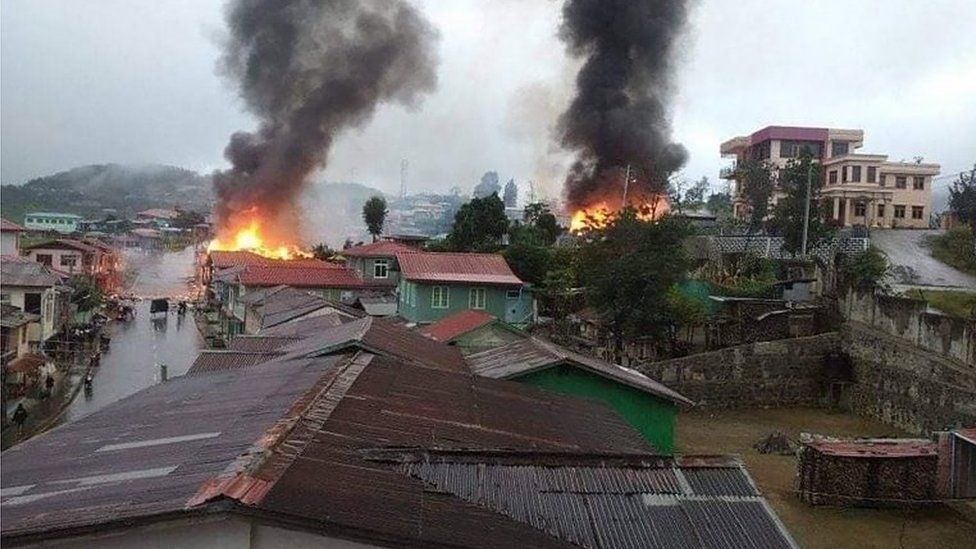 https: img.okezone.com content 2021 09 23 18 2475751 pertempuran-tentara-dan-pasukan-milisi-8-000-warga-melarikan-diri-dan-20-rumah-terbakar-GNuHhtw2tz.jpg