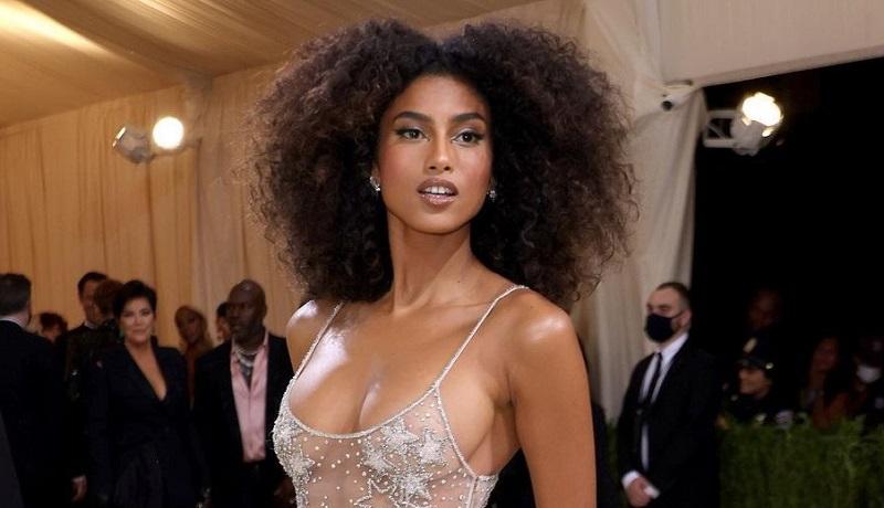 https: img.okezone.com content 2021 09 23 194 2475616 supermodel-belanda-jadi-sorotan-tampil-nyaris-tanpa-busana-pakai-dress-transparan-cBjJOPHGLD.jpg